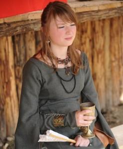 Ragazza in costume medievale