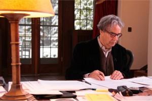 Howard Shore nel suo studio (foto di Christopher Essey - courtesy of National FIlm Board of Canada)