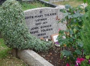 Oxford: tomba di Tolkien nel cimitero di Wolvercote