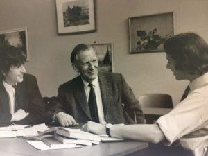 George Sayer ed alcuni studenti
