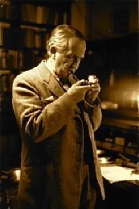 Tolkien fuma la pipa