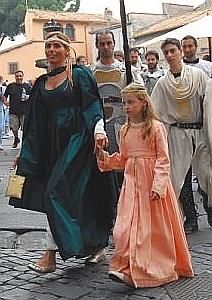 Sfilata in costume: le Damine