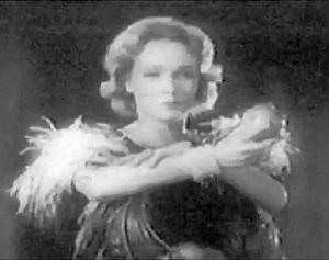 Marlene Dietrich enl ruolo di Galadriel