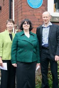 Kersten Hall (al centro), Ian Spittlehouse e la responsabile del Leeds Civic Trust