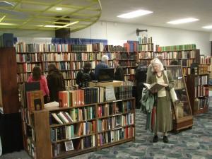 Pubblico e libreria al Kalamazoo