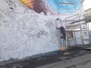 Blu al lavoro sul murale