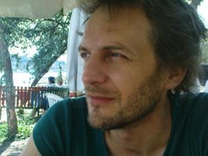 Registi: Simon Backès