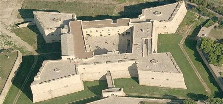 Castello svevo di Barletta - Tutto sul mondo di J.R.R. Tolkien e ...