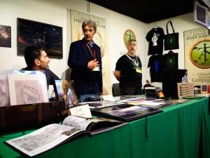 Angelo Montanini e Ivan Cavini allo stand dell'AIST a Lucca Comics 2015 (copyright Alessio Vissani)