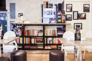 Bologna: caffè letterario notturno