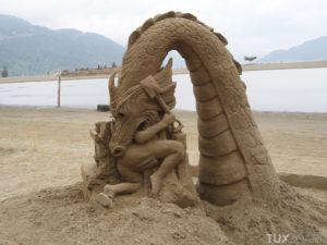 Château de sable: dragon qui mange un enfant
