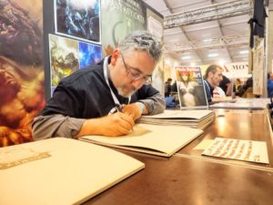 Roberto Arduini - firma calendari Lucca Comics and Games 2017